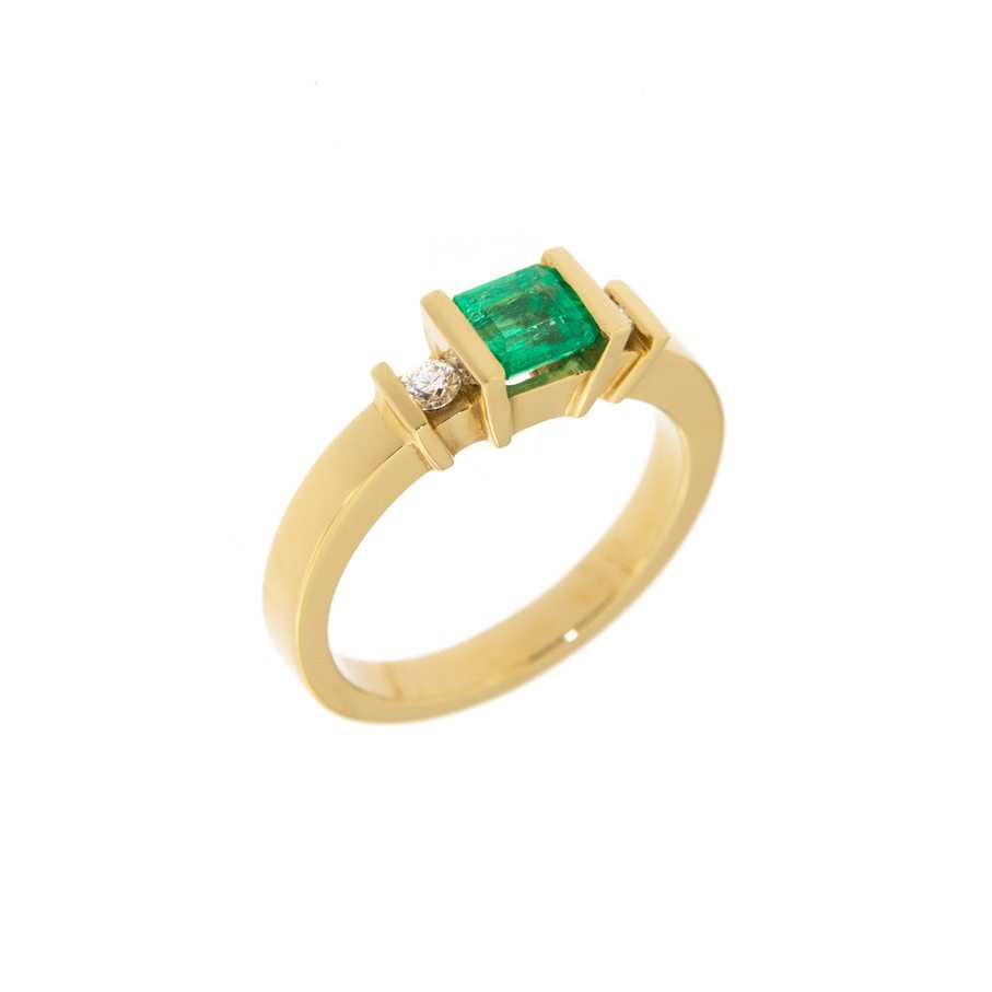 with gold round stones emerald white three cut engagement side in ring diamond center and stone