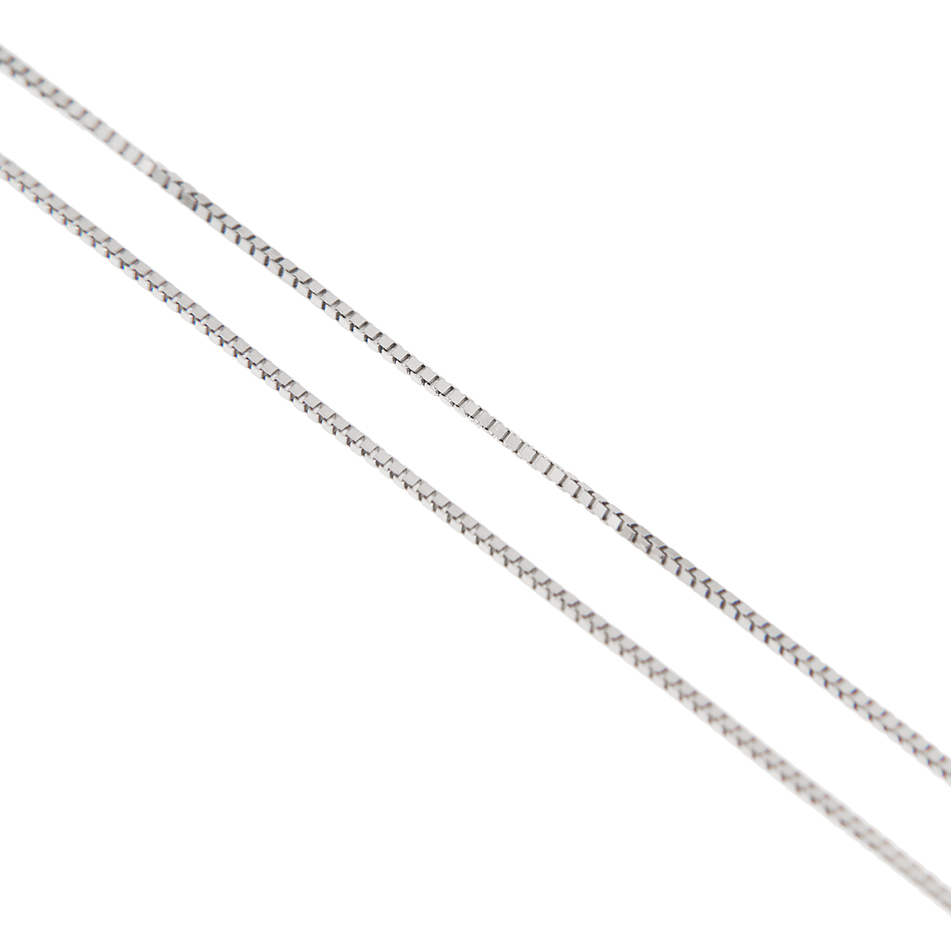 photo of a white gold chain