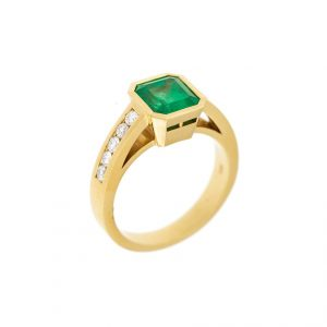 emerald and diamond ring set in yellow gold