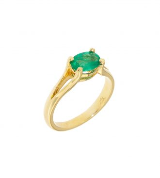 oval emerald ring in yellow gold
